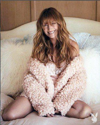 67歲的影星珍西摩爾登上《花花公子》,魅力不減當年。 圖片取自/janeseym...