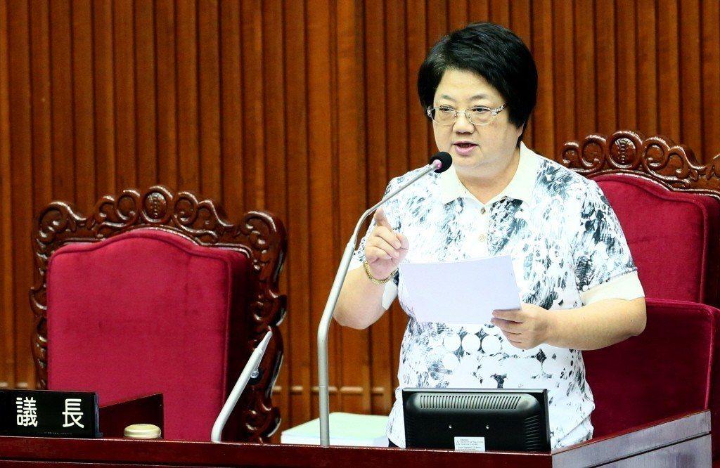 已任五屆台北市議長吳碧珠今天受訪證實,確定放棄連任,明天中午將在國民黨台北市議會...