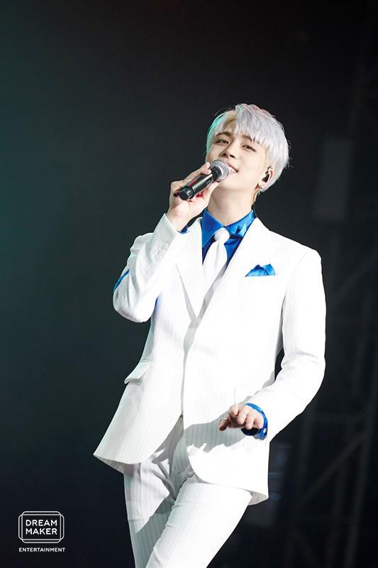 鐘鉉生前在演唱會上的帥氣身影。圖╱摘自Dream Maker