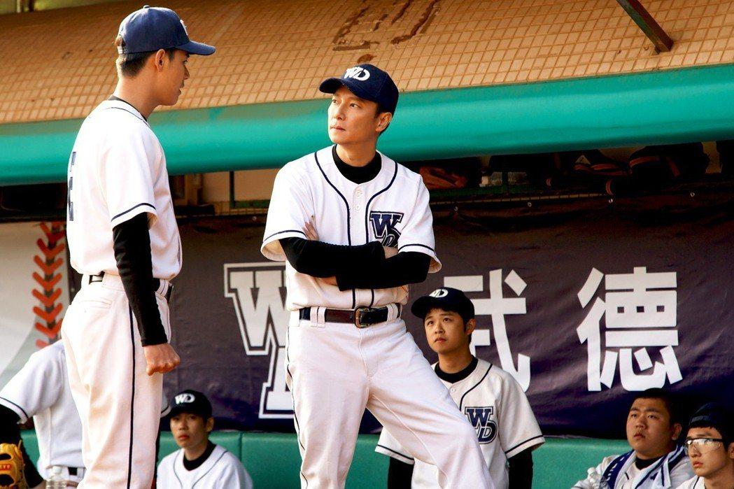 謝祖武在「王牌教師麻辣出擊」中再度扮演麻辣教師徐磊。圖/弘熹娛樂提供