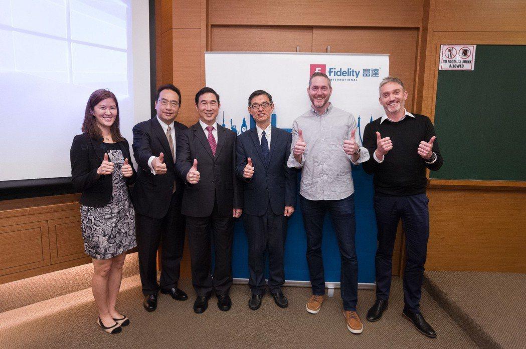 Clare.AI合夥人Bianca Ho(左起)、資誠聯合會計師事務所金融產業服...