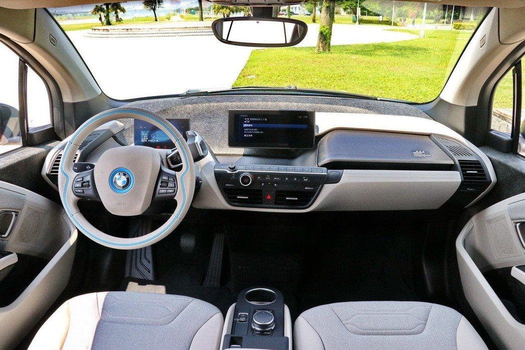 BMW i3s的內裝採用羊毛等天然材質,實踐永續發展的基本準則。 記者陳威任/攝影