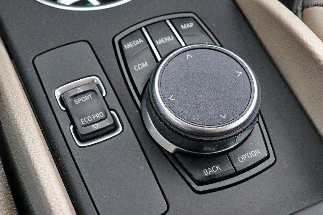 BMW車款配備的iDrive旋鈕及動態控制均在i3s也能看到。 記者陳威任/攝影