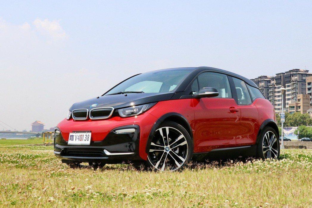 綠能運動小鋼炮BMW i3s。 記者陳威任/攝影