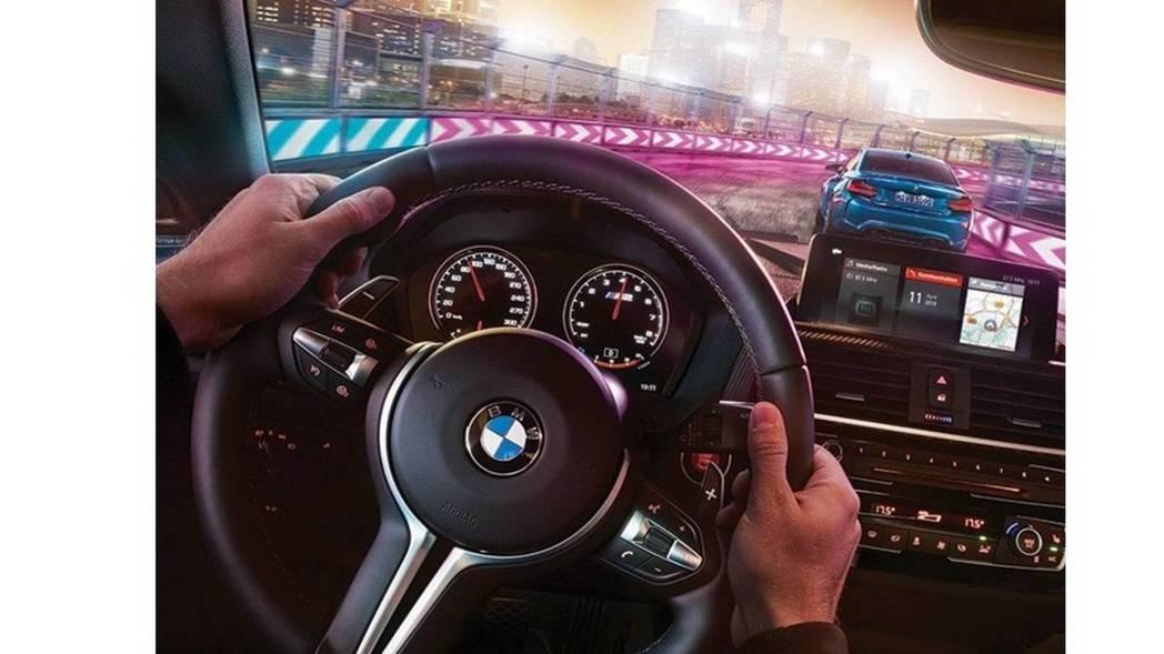 新增 M1/M2兩組自訂駕駛模式按鈕。 摘自BMW