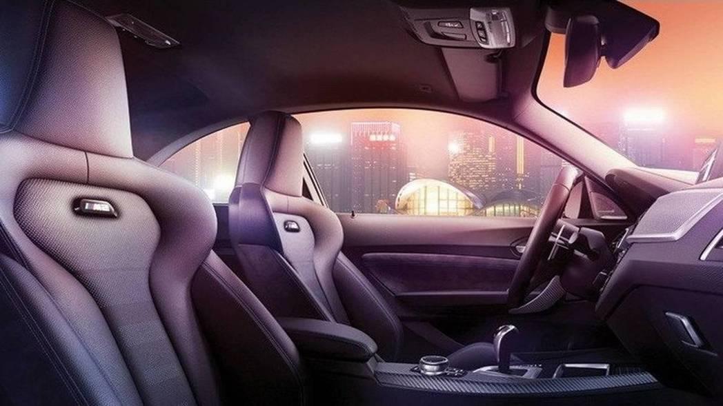 源自M4的跑車座椅。 摘自BMW