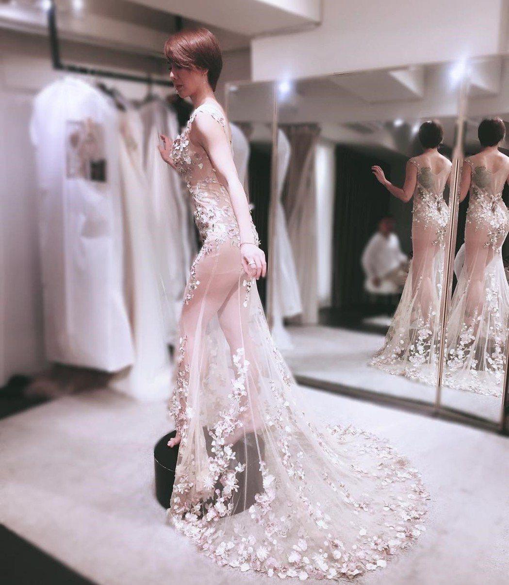 劉雨柔去年登記結婚,近來分享了多張婚紗照。 圖/擷自IG。