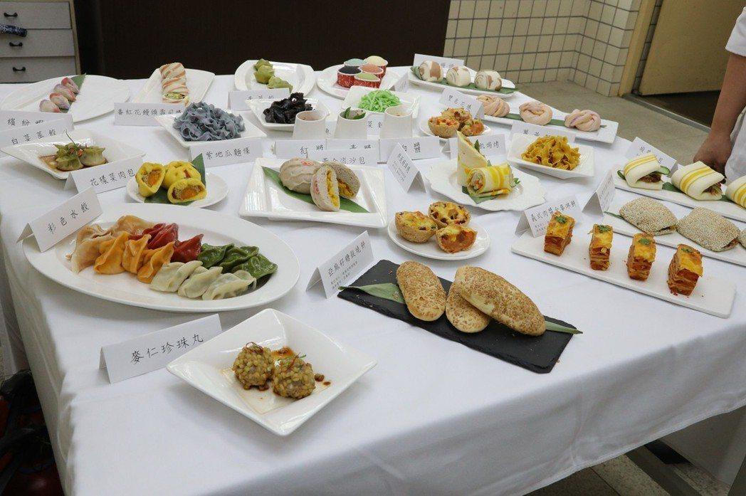 會場展現多道創新麵食,讓與會同仁一起品嘗相互交流。 嘉藥大學/提供