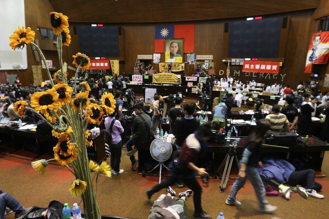 2014年反服貿運動一發生,姚人多直接在清大社會所的官網上宣布停課。 圖/聯合報...