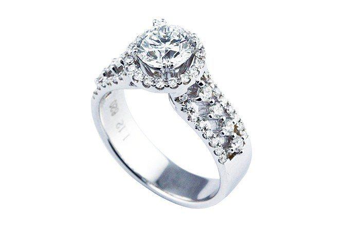 圓形無色鑽石投資穩健而踏實,可配戴兼投資,1克拉是最低門檻。