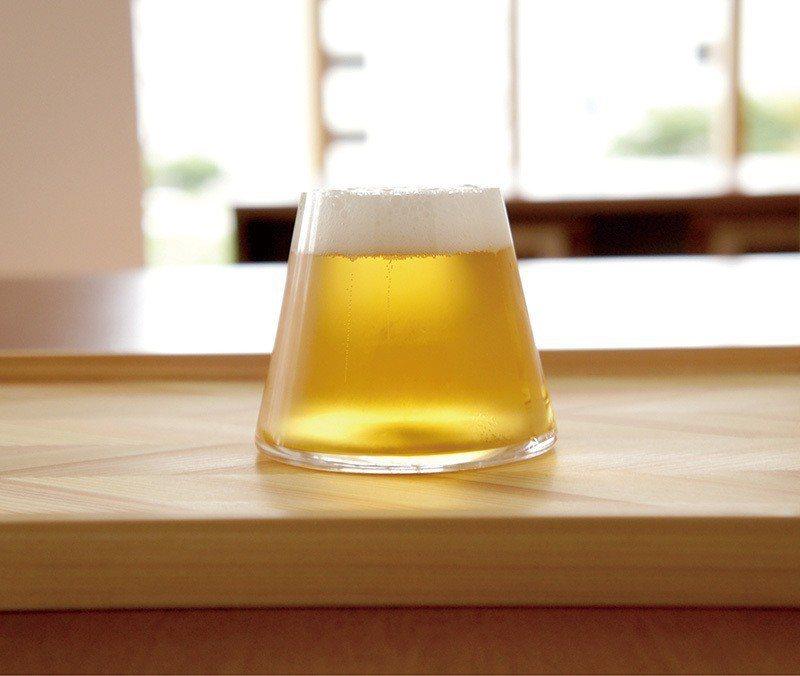 富士山グラス(富士山玻璃杯)¥4078/2曾榮獲設計大獎的富士山玻璃杯,梯形的形...