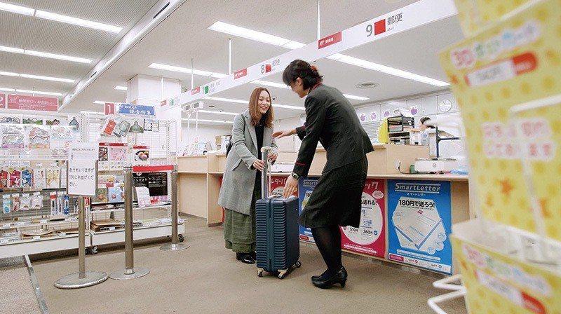 利用ecbo cloak網站或APP事先查詢周邊合作郵局、進行預約,當天帶著行李...