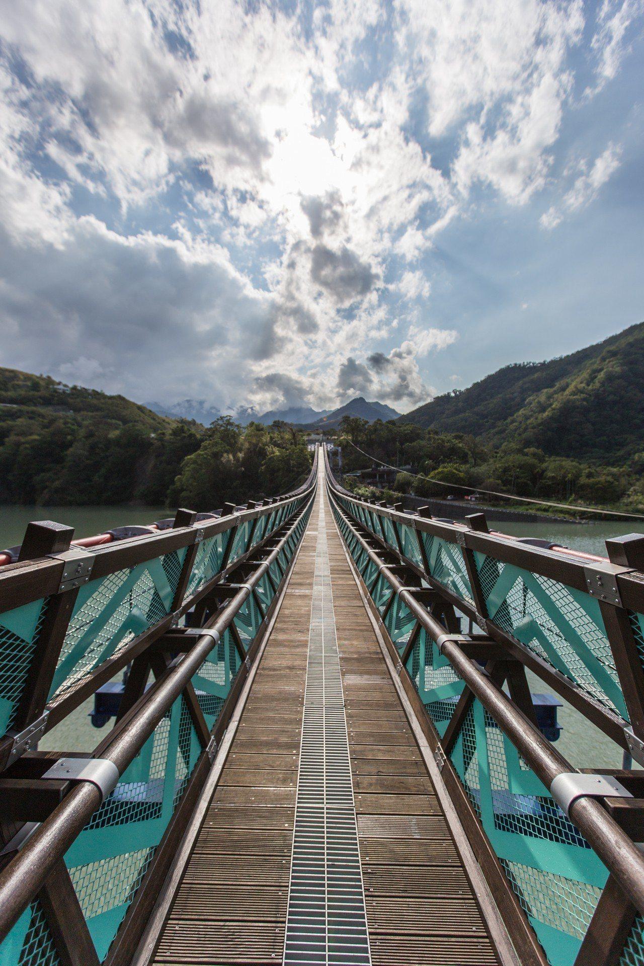 桃園市復興區「新溪口吊橋」,今年1月13日正式啟用營運。圖/觀旅局提供