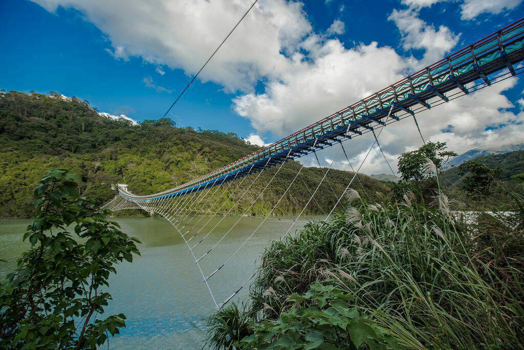 耗時3年6個月規劃重建的桃園市復興區「新溪口吊橋」,成為全台最長的懸索橋。圖/觀...