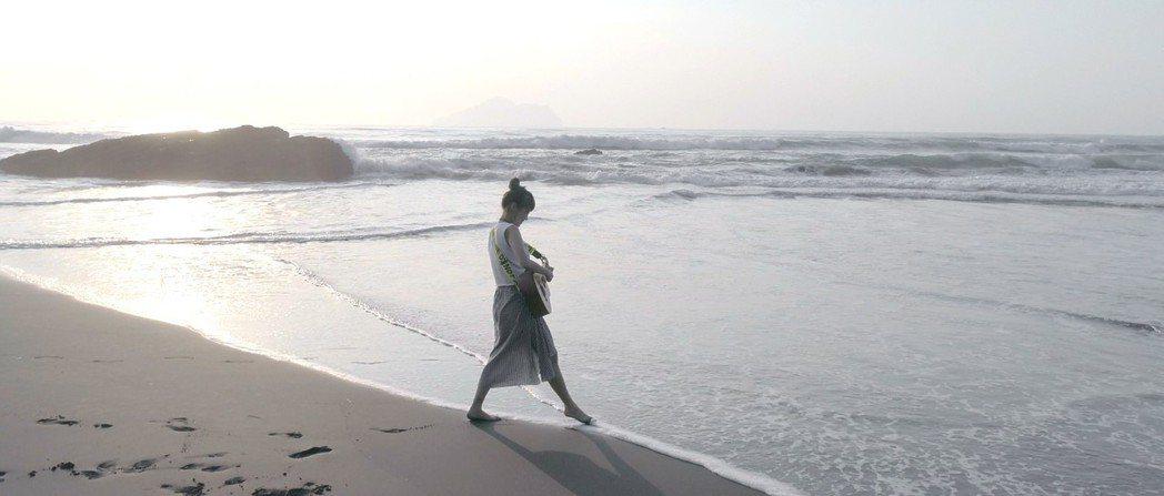 卜星慧(Emily Pu)拍攝新歌「Freedom」音樂錄影帶「上空下海」。圖/...