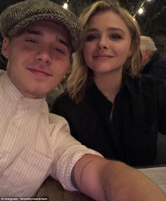 布魯克林貝克漢(左)常常在網路上貼出與女友克蘿伊摩蕾茲(右)的甜蜜約會照片。圖/...