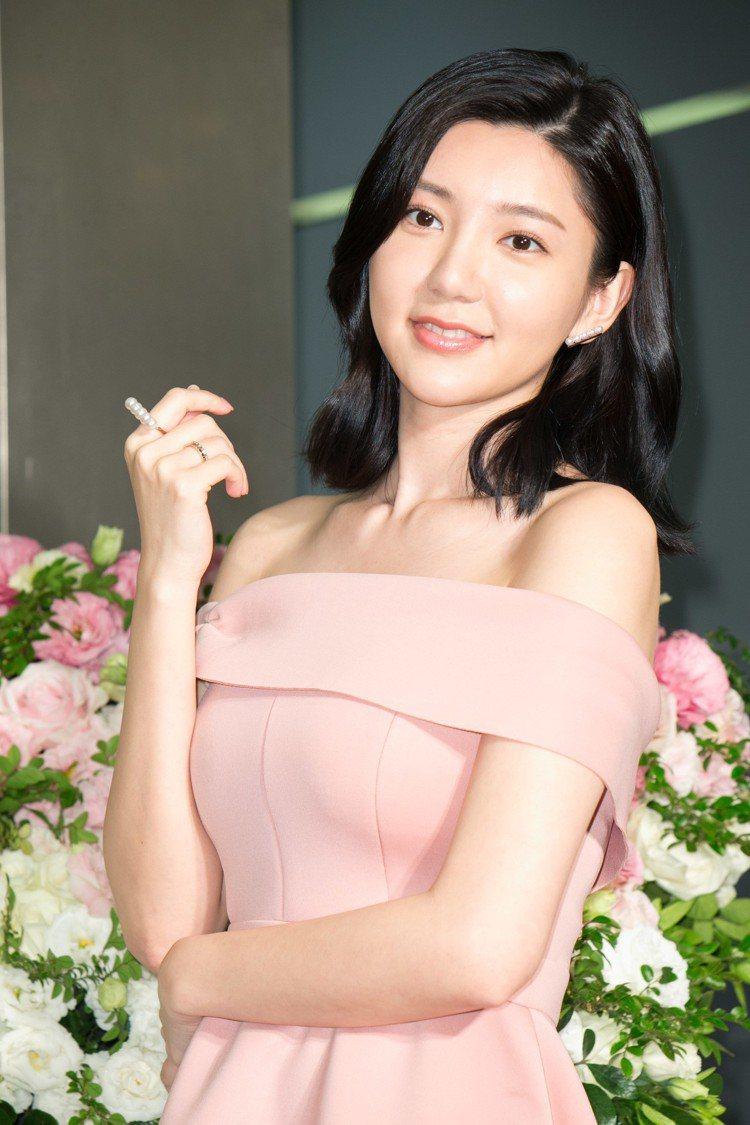TASAKI珠寶發表,郭雪芙展示經典商品。圖/記者陳立凱攝影