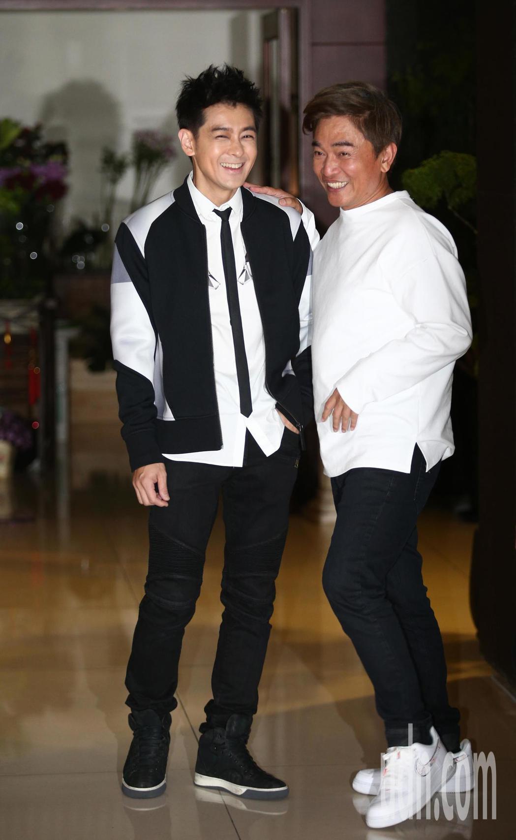 林志穎(左)與吳宗憲(右)晚間錄三立綜藝大熱門,因故延後一小時,從7:30延後到