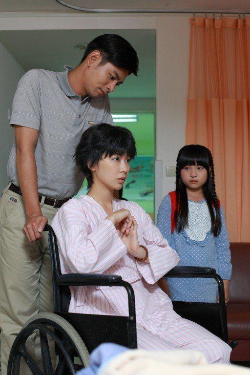 安唯綾戲中為愛瘋狂,最後只認得所愛的楊子儀。圖/大愛台提供