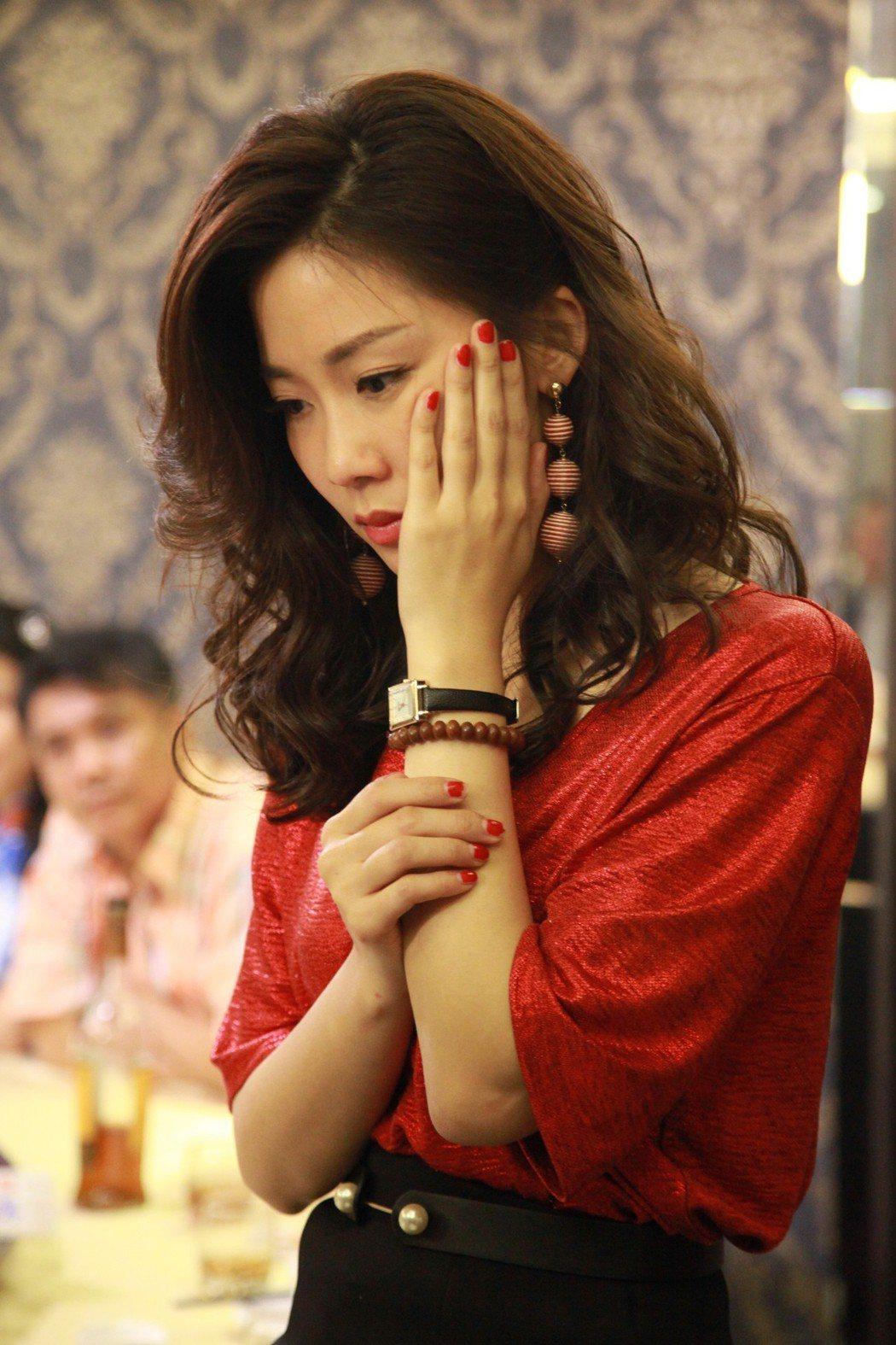 安唯綾戲中不甘被呼巴掌,為愛嗆正宮。圖/大愛台提供