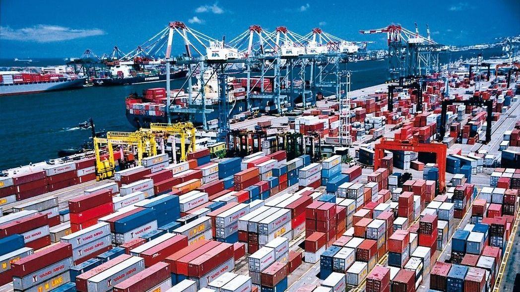 財政部昨(9)日公布3月進出口統計,出口金額以299.9億美元,創下歷年單月新高...
