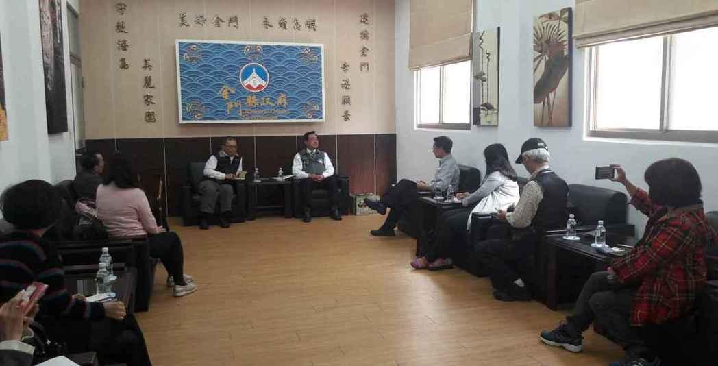 金門縣副縣長吳成典接受台媒採訪現場。 台灣好報/提供