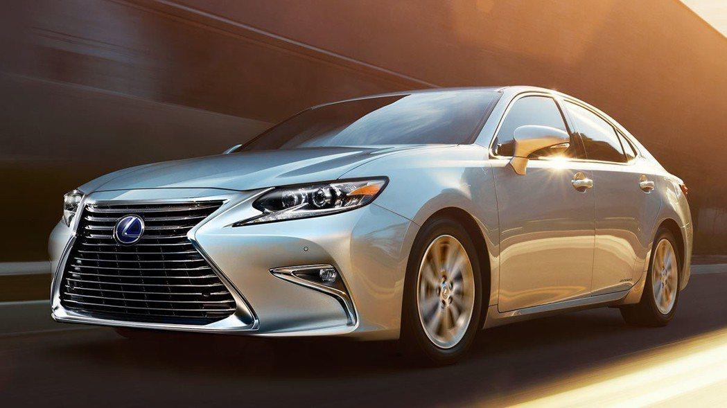 現行款 Lexus ES Hybrid。 摘自Lexus