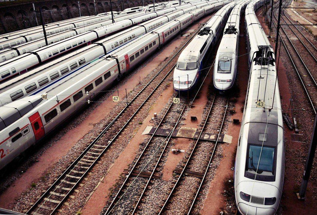 包恩沒說的是,要是SNCF解除EPIC地位之後,未來法國國鐵的新聘員工,將會被納...