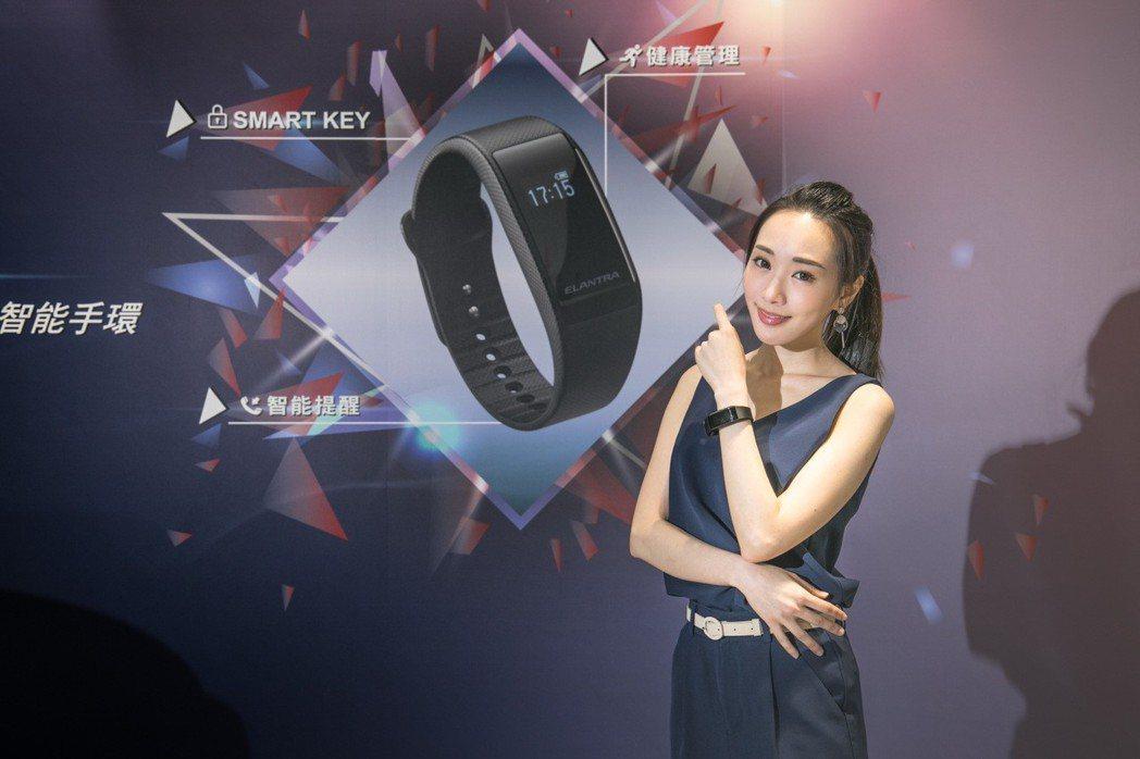 國產同級唯一智能配備Smart Key智能手環。 圖/南陽實業提供
