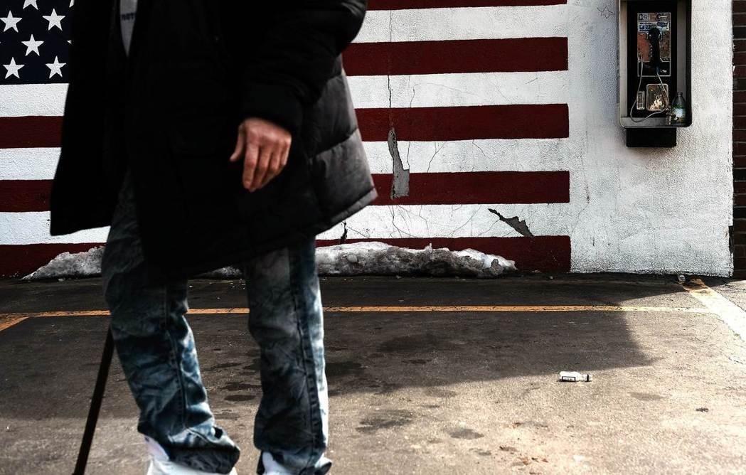 「...美國在過去從來就沒有好好地關注輸家,在經濟發展的階段,這些人的生活水準卻...