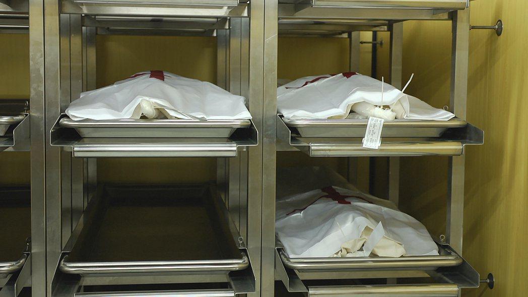 意願者在死亡後,其遺體須在限時內送抵醫學中心,至少需要一年後才可做教學解剖或模擬...