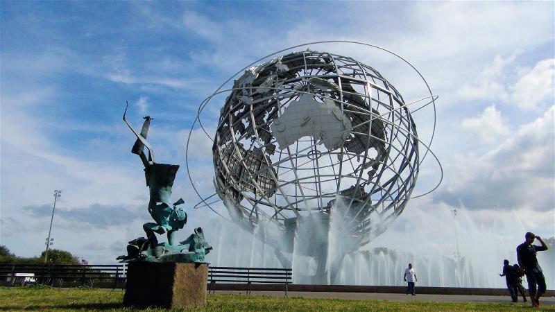 《伏心》(Subduing)在美國紐約「可樂娜 公園」(Corona Park)...