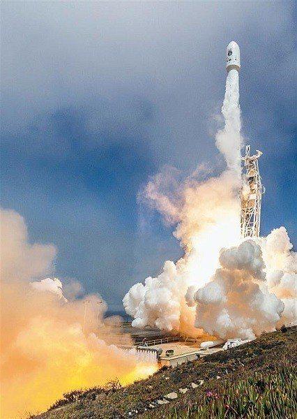 福衛五號每兩日通過台灣上空一次,取像範圍涵蓋全球, 由衛星任務操作控制中心接收資...