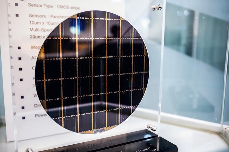 福衛五號有很多個台灣人自行研製的元件:衛星電腦、CMOS光學感測器晶片。 (林旻...