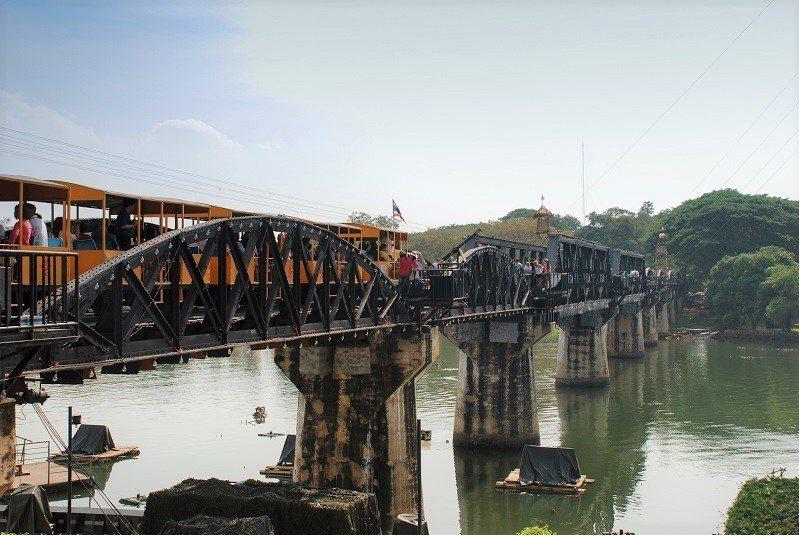 ▲泰國北碧府桂河大橋。(圖/攝影者:xiquinhosilva, Flickr ...