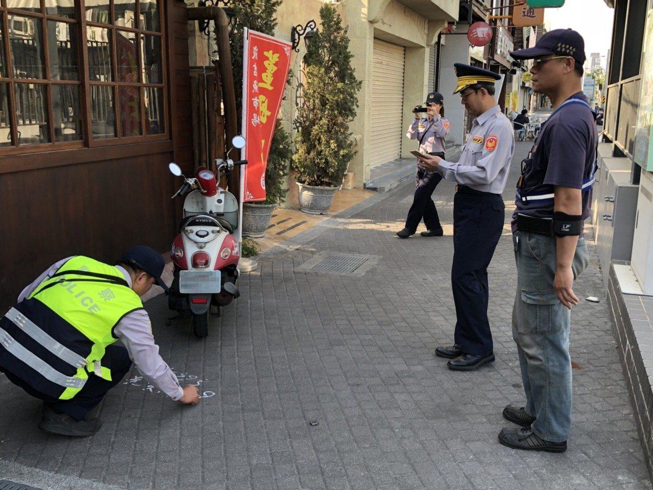 台南交通大隊自本周起針對海安路執行為期1周的停車用路秩序大執法。 記者邵心杰/翻...