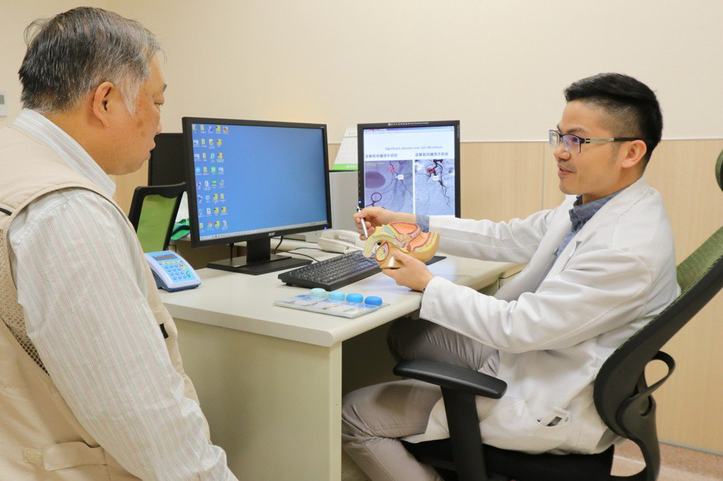 亞洲大學附屬醫院男性性功能中心主任邱鴻傑說,如果有勃起障礙問題,千萬不要害羞而不...