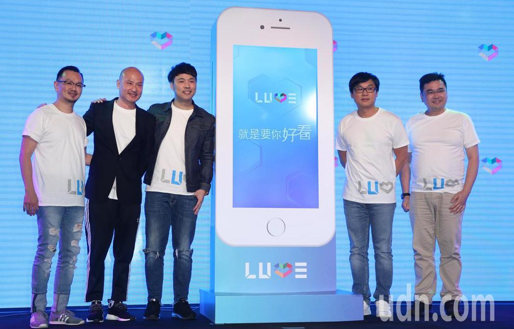 LUVE APP上市記者會下午舉行,WebTVAsia集團總裁張惟捷(右二)、W...