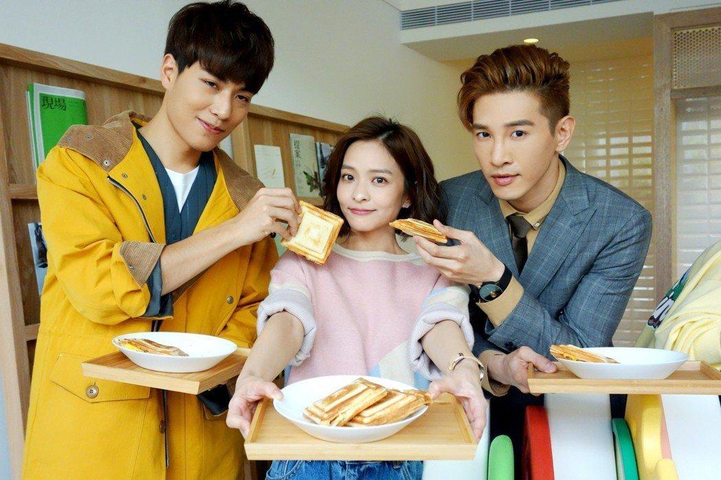 「三明治女孩的逆襲」主景拉到台中,子閎(左起)葉星辰、張立昂大吃三明治。圖/三立...