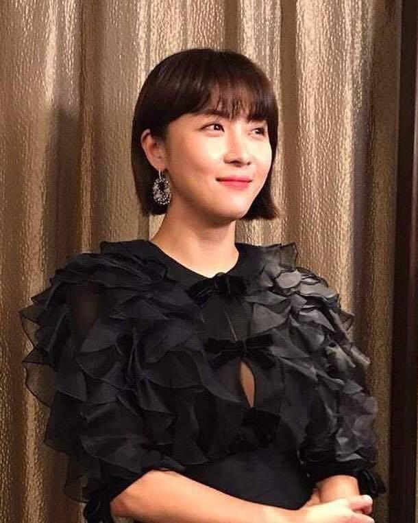 河智苑2017年底到香港宣傳電影《追捕》時也配戴了Nirav Modi的耳環。圖...