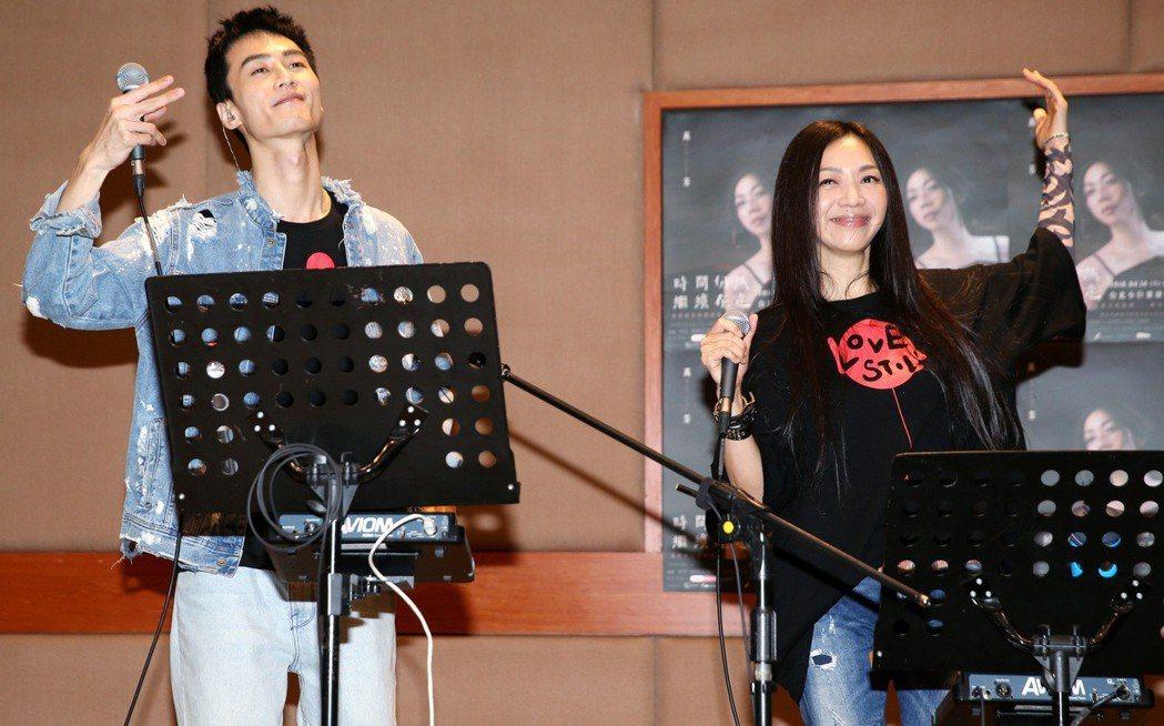 出道27年的萬芳(右)本周末首次登上小巨蛋開唱,10日與演唱會嘉賓之一的李英宏(...