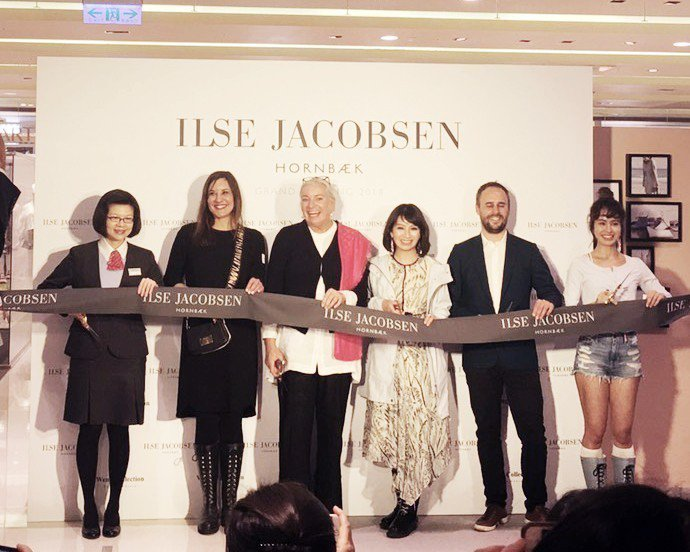品牌創始人Ilse Jacobson(左3)、Weng Collection執行...