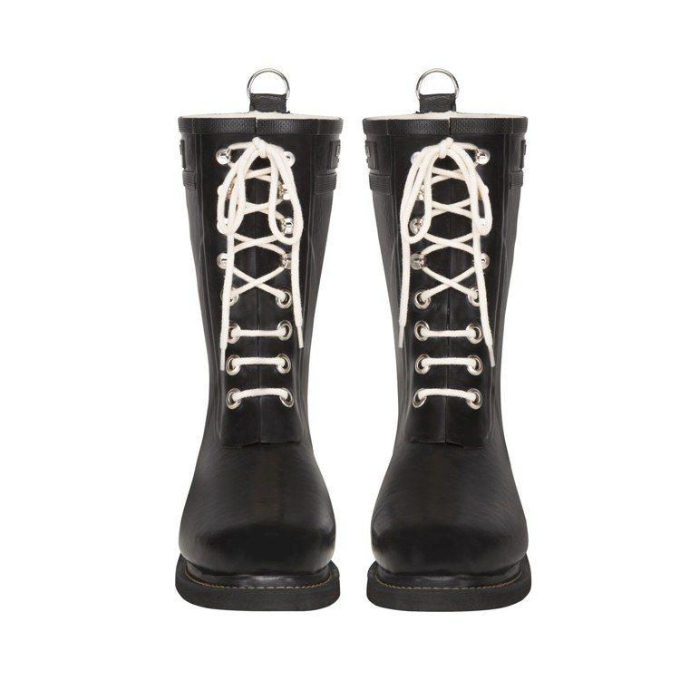 ILSE JACOBSEN防水抗寒中筒黑色雨靴,售價6,280元。圖/ILSE ...