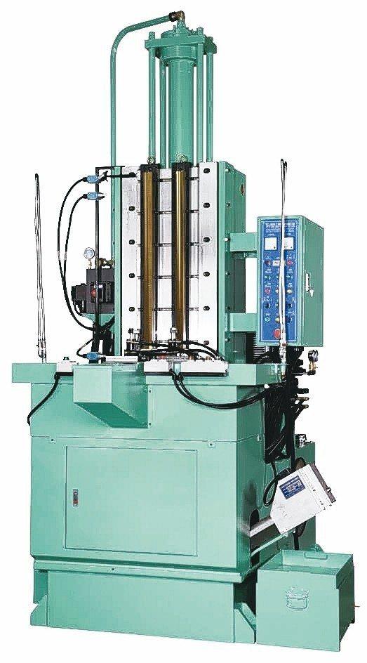 璨鑫公司專業製造各式油壓立式拉床。 璨鑫公司/提供