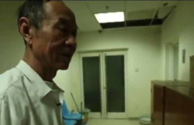 北京男子魏克儉擔任兒童醫院守夜人24年。取自梨視頻
