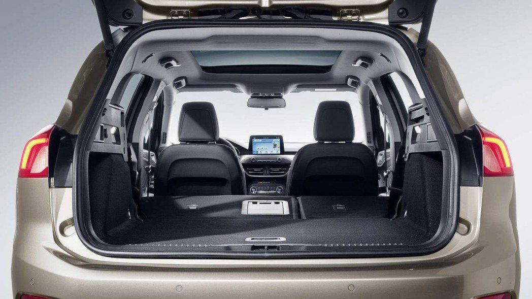 Ford Focus Wagon在後座全傾倒後,共提供了1,653公升的容量。 ...