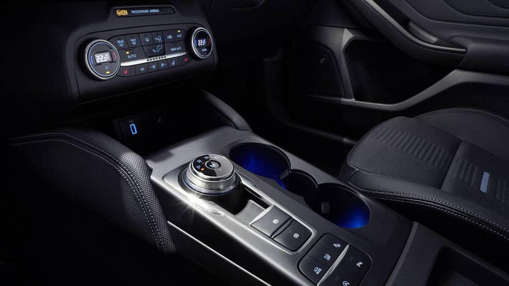 全新Ford Focus改採旋鈕式換檔系統與電子手煞車。 摘自Ford
