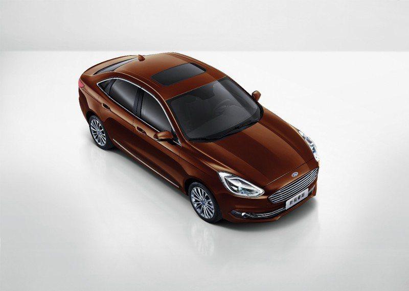Ford Escort小改款 造型做了些微修飾。 摘自Ford