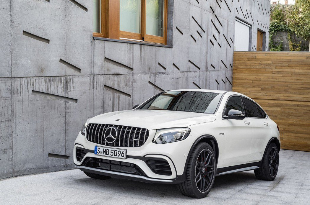 Mercedes-AMG GLC 63 S 4MATIC+ Coupé以流線外型...