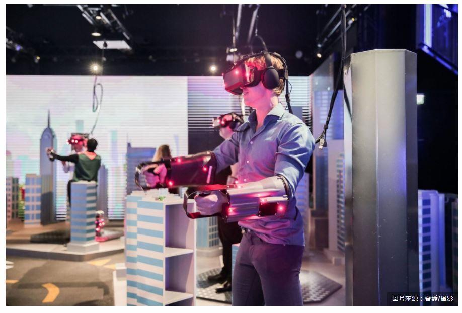 5G的大頻寬、高速率、低延遲通訊特性,將解決VR裝置帶給使用者的不適感。在擺脫硬...